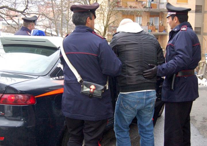 Provincia di Siena: Ubriaco arriva in piazza imbracciando un fucile carico, attimi di paura a Campigliad'Orcia