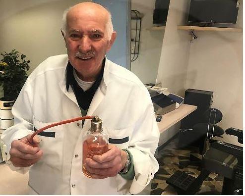 Siena: Il barbiere Mario chiude bottega dopo 64 anni di successi a Siena, da lui sono passati tutti. Anche ilvescovo