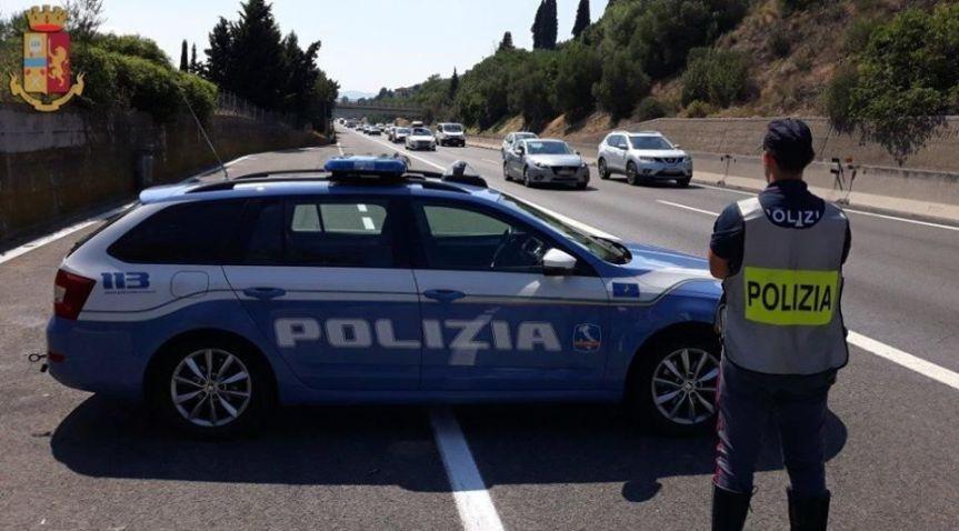 Siena: Auto in panne, sotto il sole per sei ore: conducente soccorso dalla PoliziaStradale