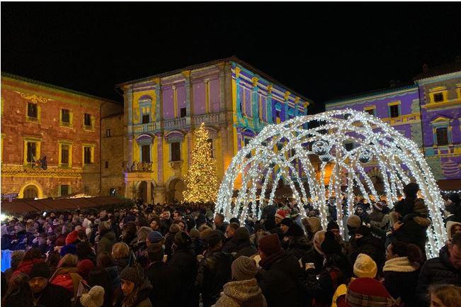 Provincia di Siena: Record di presenze per la festa di Capodanno in Piazza Grande aMontepulciano