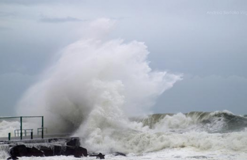 Toscana: Mareggiate, codice giallo sull'Arcipelago fino a giovedì 13maggio