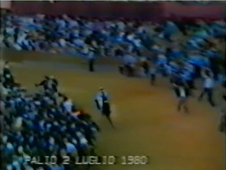 Palio di Siena: 1980.Mauro Matteucci di Civita Castellana vince il Palio di Siena. Archivio BibliotecaComunale