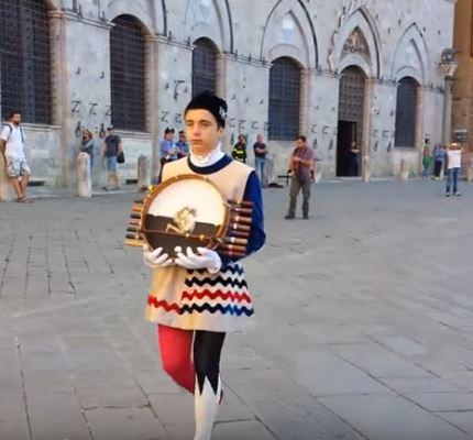 Palio di Siena: La consegna del premio per il miglior tamburino2015