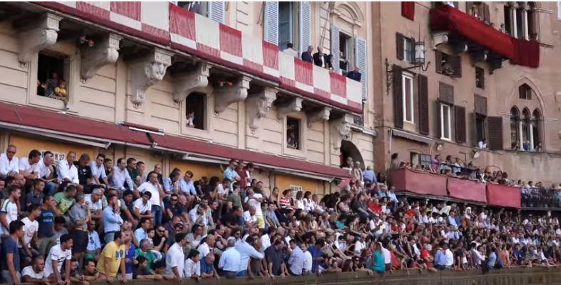 """Palio di Siena: """"La mia gente"""" di Massimo Biliorsi(2003)"""