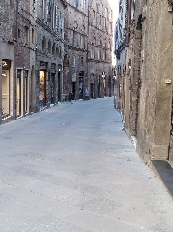 Siena: Oggi 13/03 botte tra ragazzi in centro storico, interviene la PoliziaMunicipale