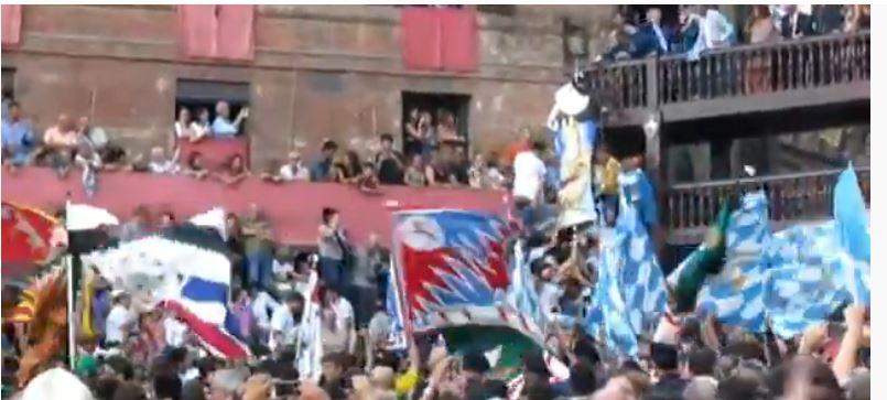 Palio di Siena: La Luna volgeva la gobba all'Onda