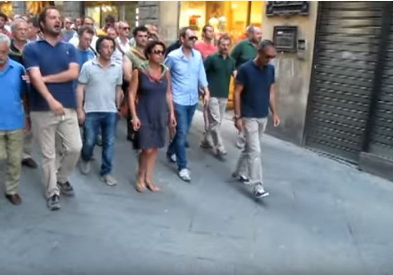 Palio di Siena: Singing in the streets