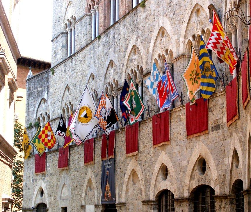 """Siena, Capodanno senese, Magistrato Contrade rinnova l'invito: """"Bandiere esposte allefinestre"""""""