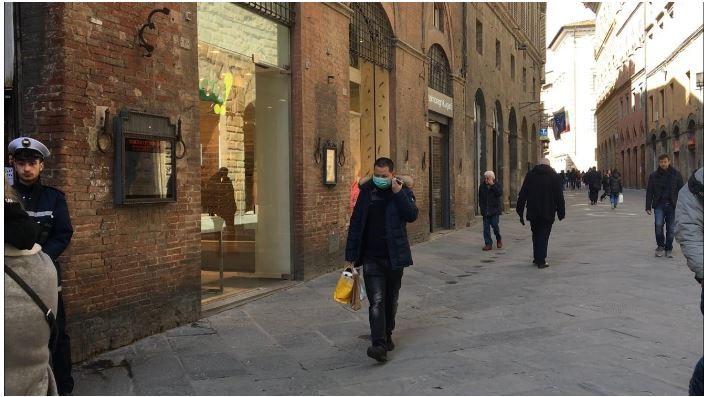 """italia, Coronavirus, Borrelli: """"Autocertificazione anche per chi esce a piedi"""". Distanza di un metro frapersone"""