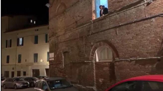 """Siena contro il coronavirus: Tra le contrade suona """"Squilli lafe'"""""""