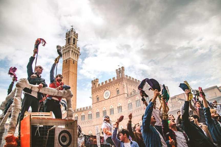 Siena, Goliardi Senesi: Oggi 06/05 niente carciofata e scuole liberate causaCoronavirus