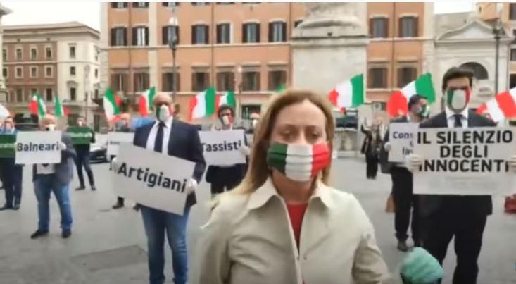 Italia: La Meloni cala il sipario sul governo con un tweet diCrosetto