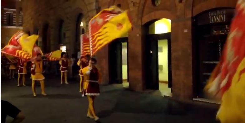 Palio di Siena: Contrada del Montone – Sfilata dopo la vittoria del Palio diSiena