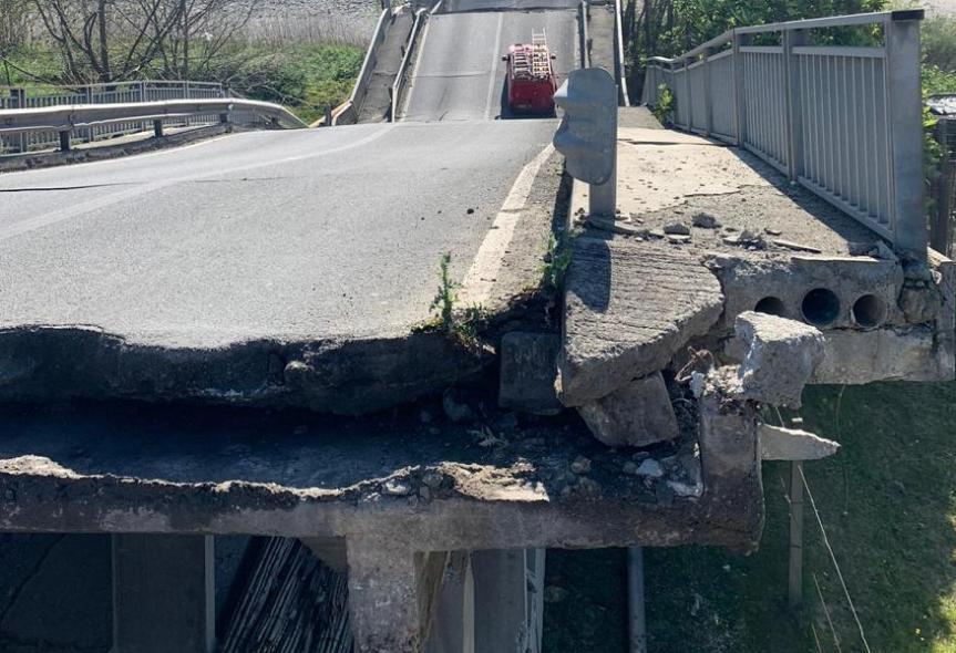 Toscana: Ponte crollato, la soletta troppo pesante e lafrana