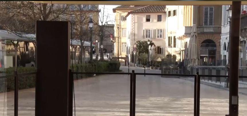 Siena,: Aggredisce e colpisce tabaccaia e devasta il negozio perché non vuole pagare lesigarette