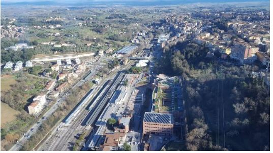 Siena: Ubriaco infastidisce i passeggeri alla stazione di Siena, la Polizia lo rintraccia e losanziona
