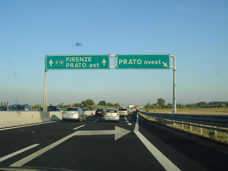 Toscana: Le capre invadono le corsie della FirenzeMare
