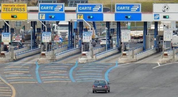 """Italia, Bari, lo sfogo di un casellante: """"Flusso immenso di turisti dal nord. Dove sono icontrolli?"""""""