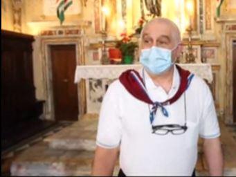 Siena: Il contradaiolo della Torre Ciro Serchi  dona all'Oca un documento del1911