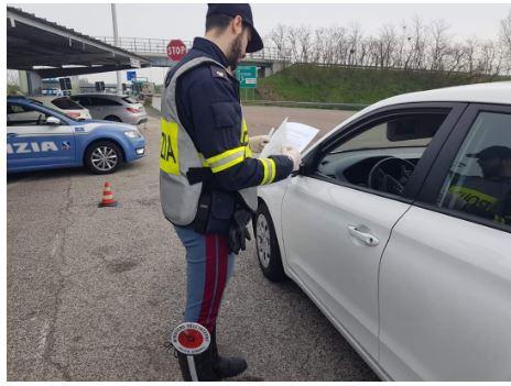 Italia: Fase due, autocertificazione addio. E tornano le cene con gliamici