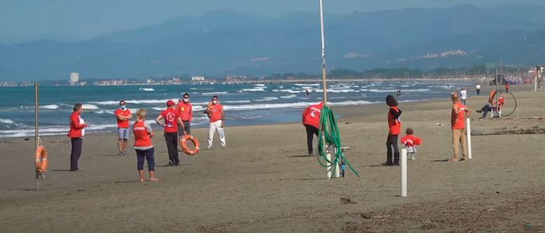 Toscana: Ombrellone e mascherina, balneari inprotesta