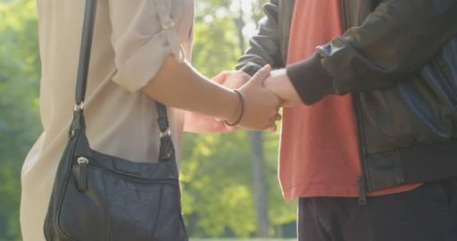 Toscana: Gli infedeli sfidano il Covid, 1 su 3 incontral'amante