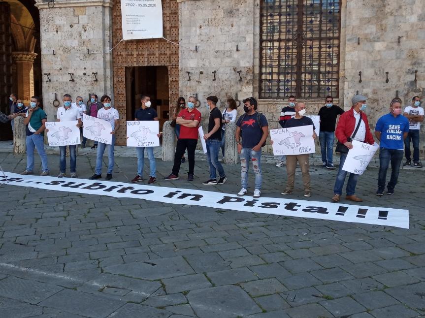 Ippica in piazza!: Ecco le immagini da Pisa, Siena, Milano, Napoli, Siracusa. Domani tocca aRoma!