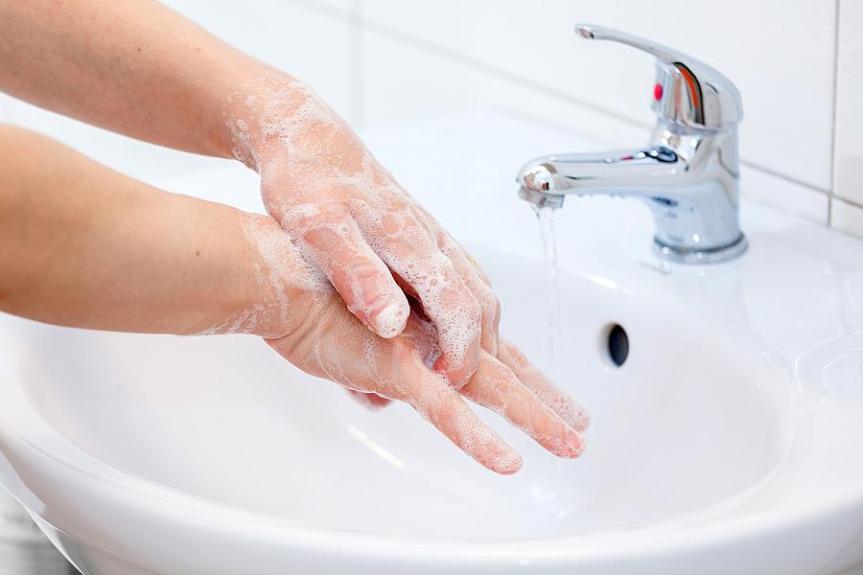 Toscana, Paranoia Covid: Mani lavate 12 volte algiorno