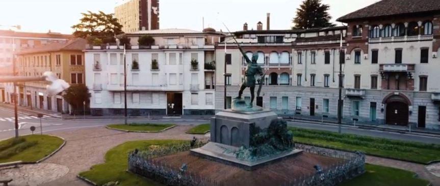 """Palio di Legnano: """"Il Guerriero è nudo? Ci pensiamo noi a vestirlo con la nostrabandiera!"""""""