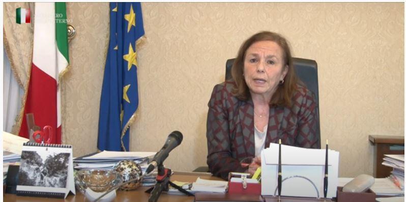 Italia, Luciana Lamorgese travolta dalla polemica: Il Conte bis finisce e lei chiude 23caserme