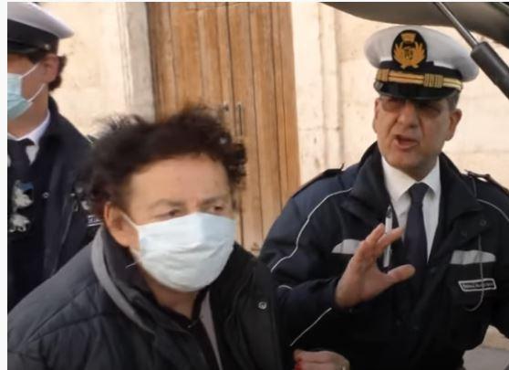 Italia, Coronavirus, riaprono il negozio e vengono multati: Polemica sulla sanzione ai tempi dellacrisi