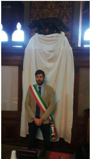 Siena: Anniversario strage di Capaci, lenzuolo bianco esposto da Palazzo Pubblico e minuto disilenzio