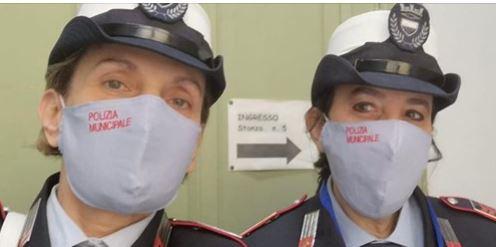 Siena,  gli agenti della Municipale hanno mascherine esclusive: Ecco la storia che c'èdietro
