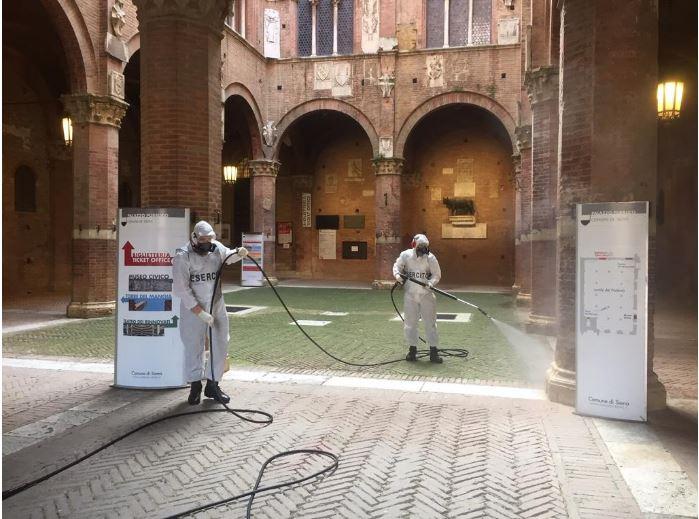 """Siena: I paracadutisti del 186° reggimento """"Folgore"""" igienizzano il PalazzoComunale"""