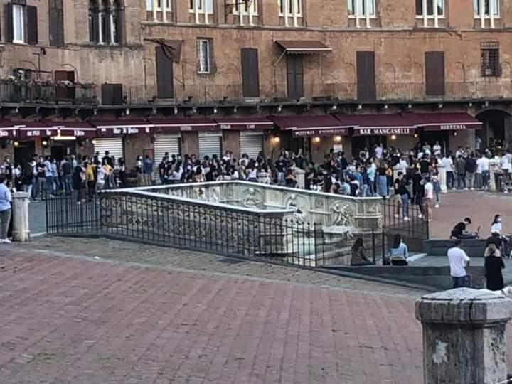 Siena, Fase 2: I negozi di Siena tornano a rialzare lesaracinesche