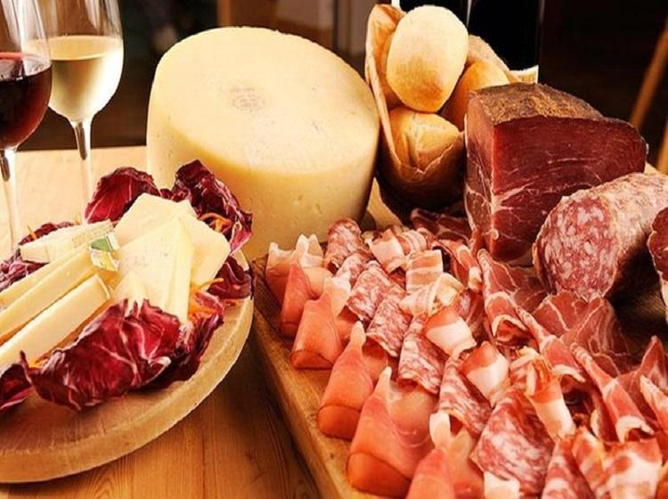 Italia: Il souvenir preferito dai turisti di ritorno dalle vacanze? Vino e cibolocale