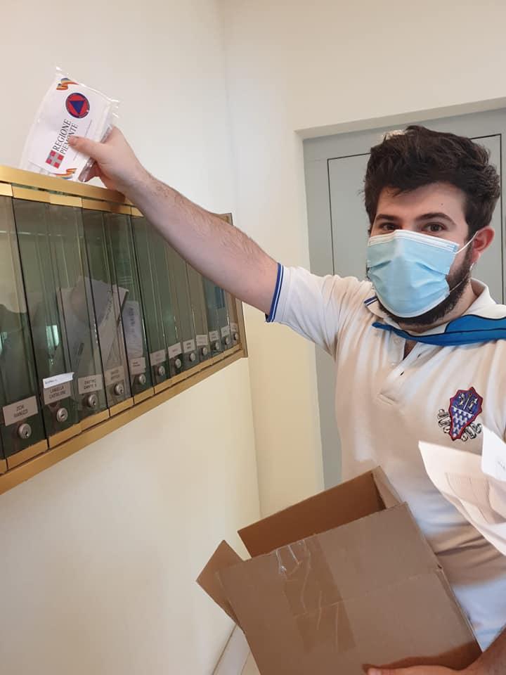 Palio di Asti, Borgo Tanaro-Trincere-Torrazzo: Ieri 02/05 i ragazzi del Borgo hanno consegnato le mascherine della RegionePiemonte