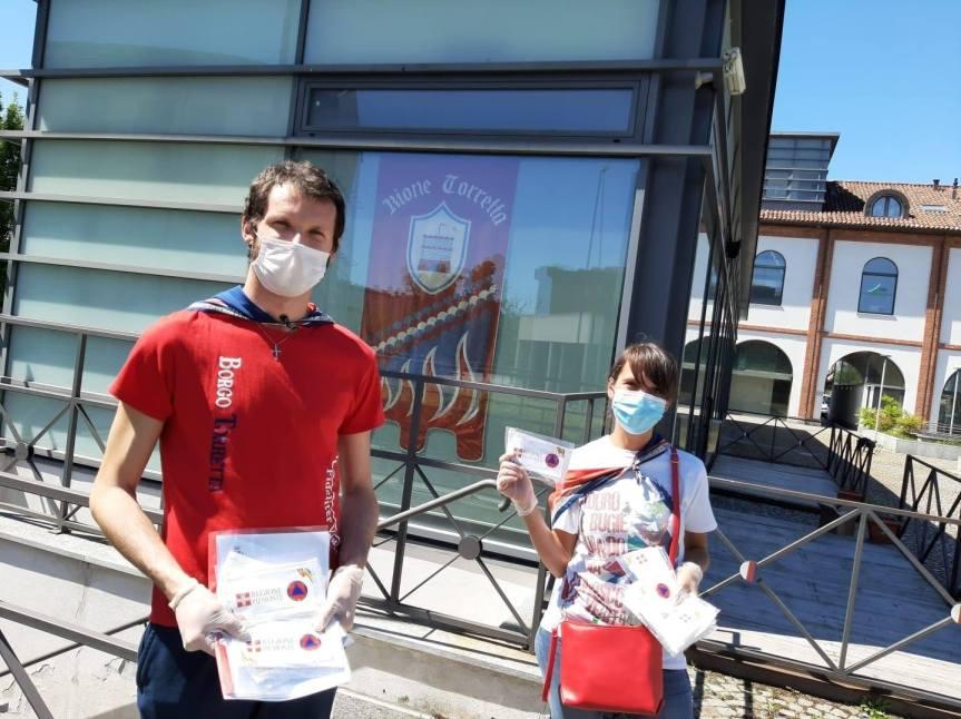 Palio di Asti, Borgo Torretta: ieri 02/05 i giovani borghigiani hanno conesegnato nel proprio territorio le mascherine dellaRegione
