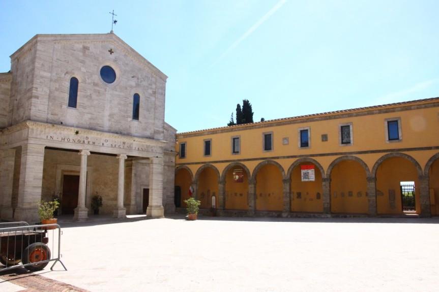 Provincia di Siena, Chiusi non rinuncia a festeggiare Santa Mustiola: Mercatino, traversata del lago, fuochi artificiali econcerto