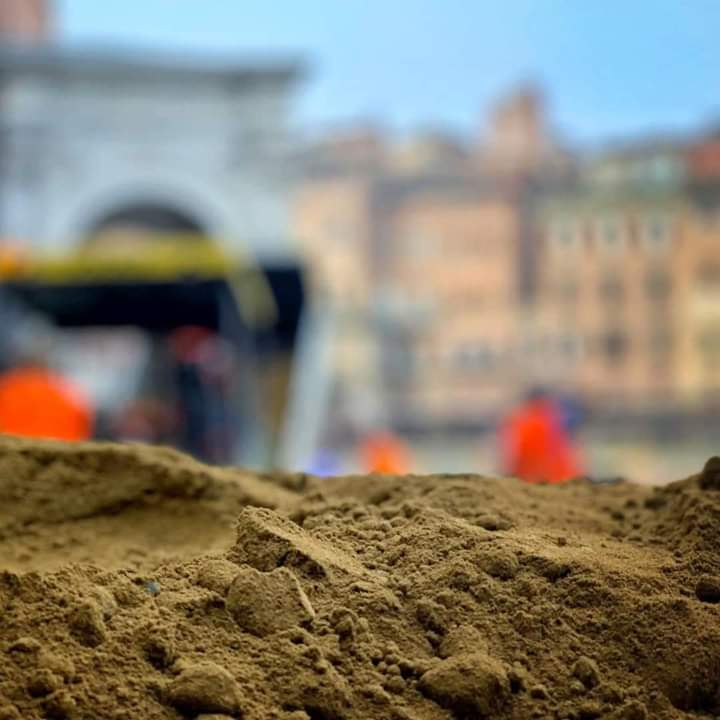 Palio di Siena: Oggi 23/06 sarebbe stato il giorno dell'arrivo del tufo in Piazza delCampo