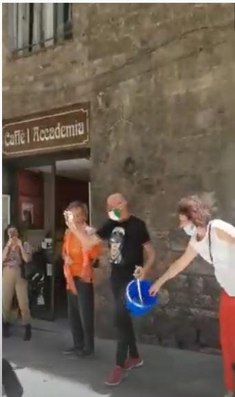 Siena: Oggi 18/06 I° Palio a Sorpresa dei barberi degli esercenti di Via di Città, Vince laCivetta