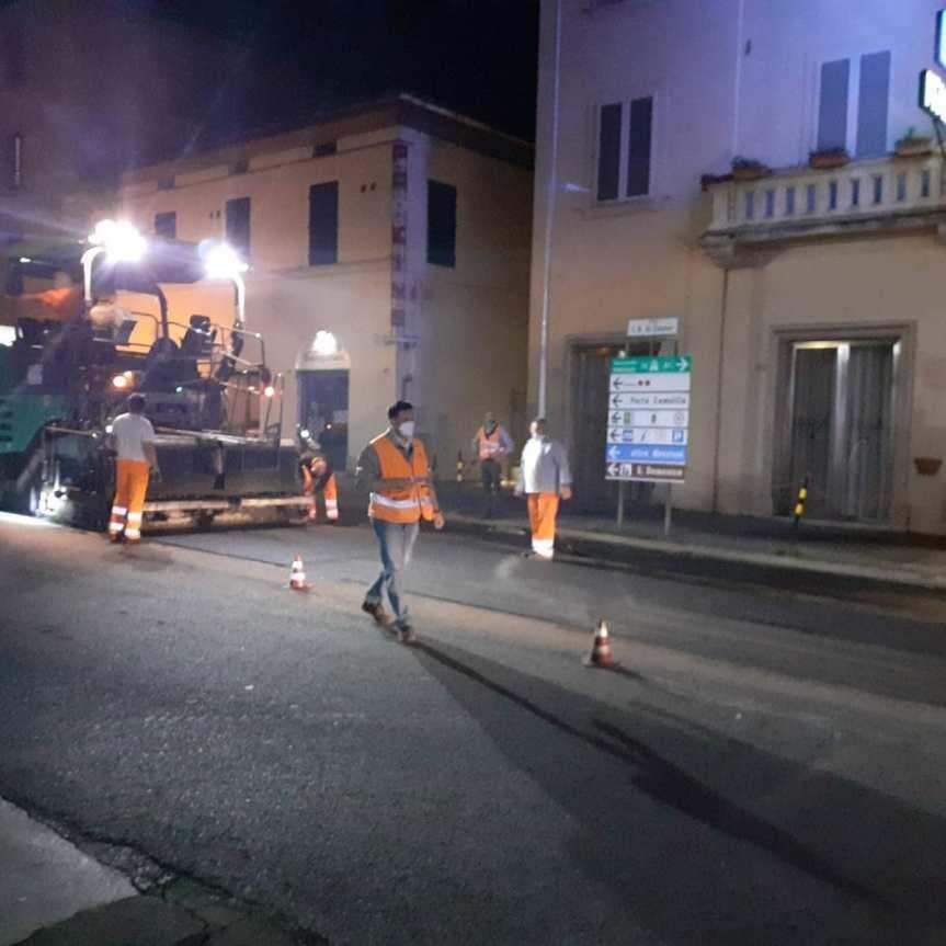 Siena: Ieri 19/06 lavori notturni di asfaltatura in VialeCavour
