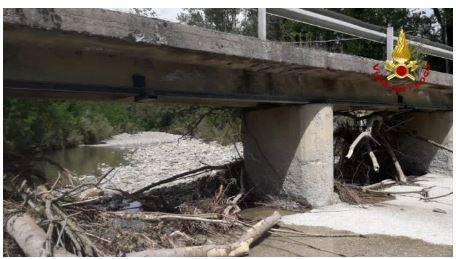 Provincia di Siena: Vigili del fuoco, verifiche sulla stabilità del ponte sul torrenteSenna