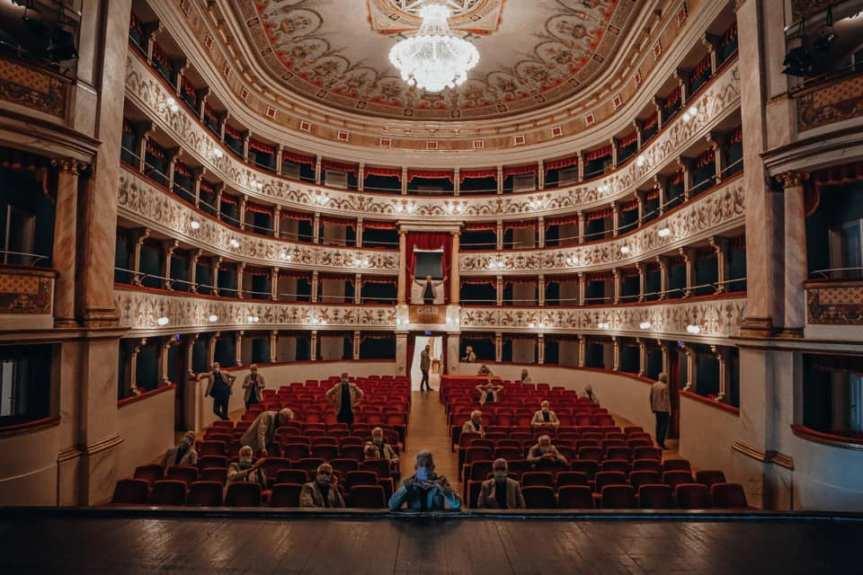 Siena: La storia rinviata A teatro si corre il Palio del1945