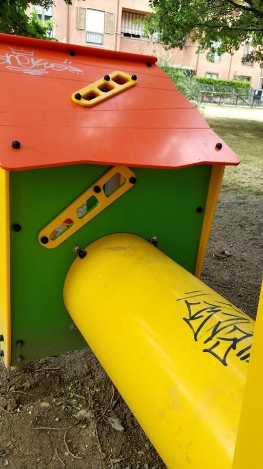 Siena: Vandalizzati i giardini e i giochi posti nel passaggio Calamandrei a SanMiniato