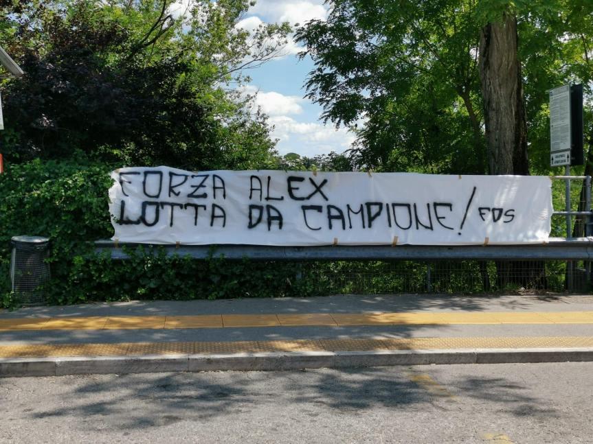 """Siena: Oggi 22/06 I Figli di Siena e Noi Non Tesserati espongono all'esterno dell'Ospedale """"Le Scotte"""" uno striscione di incoraggiamento a AlexZanardi"""
