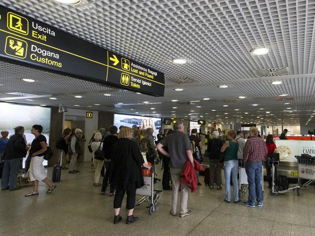 Toscana: Covid, voli extra Schengen e movida, la Toscana all'attacco