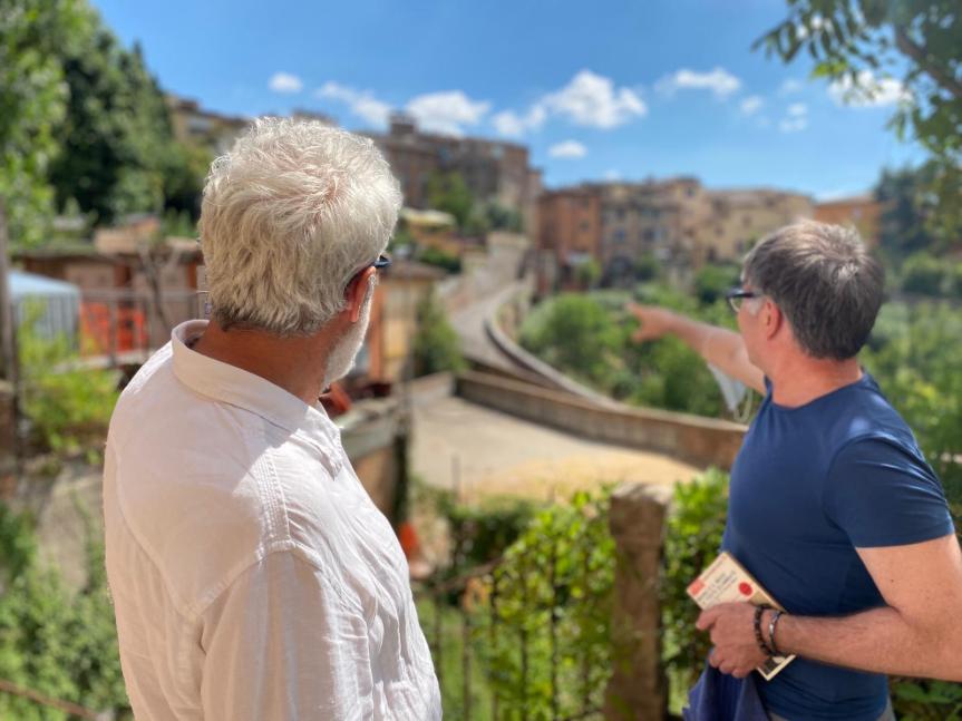 Siena: Oggi 20/07 Il sindaco di Siena Luigi De Mossi accompagnato dal direttore artistico Alessandro Benvenuti sono andati in visita al cantiere del Santa Maria dellaScala