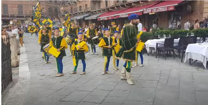 Siena, Contrada del Bruco: Rientro Giro Onoranze Consorelle2019