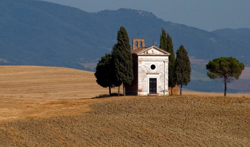 """Provincia di Siena: """"Ora l'immagine diventa un calice di Prosecco"""", polemiche sui lavori alla Cappella diVitaleta"""